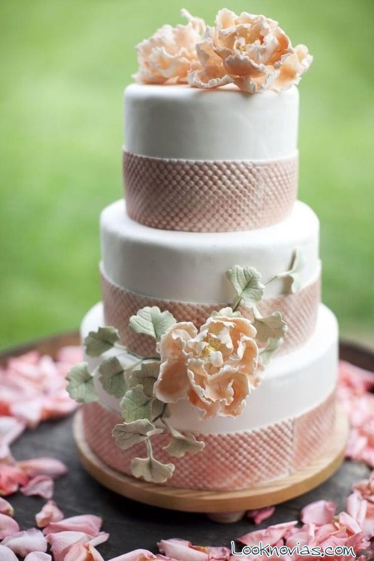 tarta de boda con flores pastel