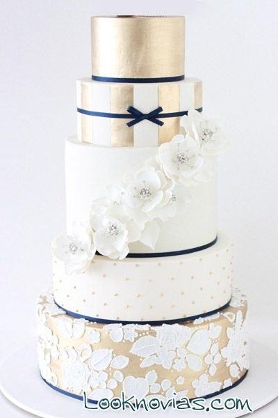 tarta elegante en dorado