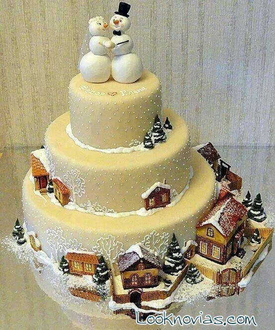 tarta nupcial con motivos navideños