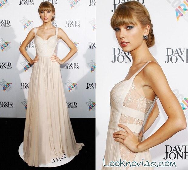 Taylor Swift vestida de Elie Saab