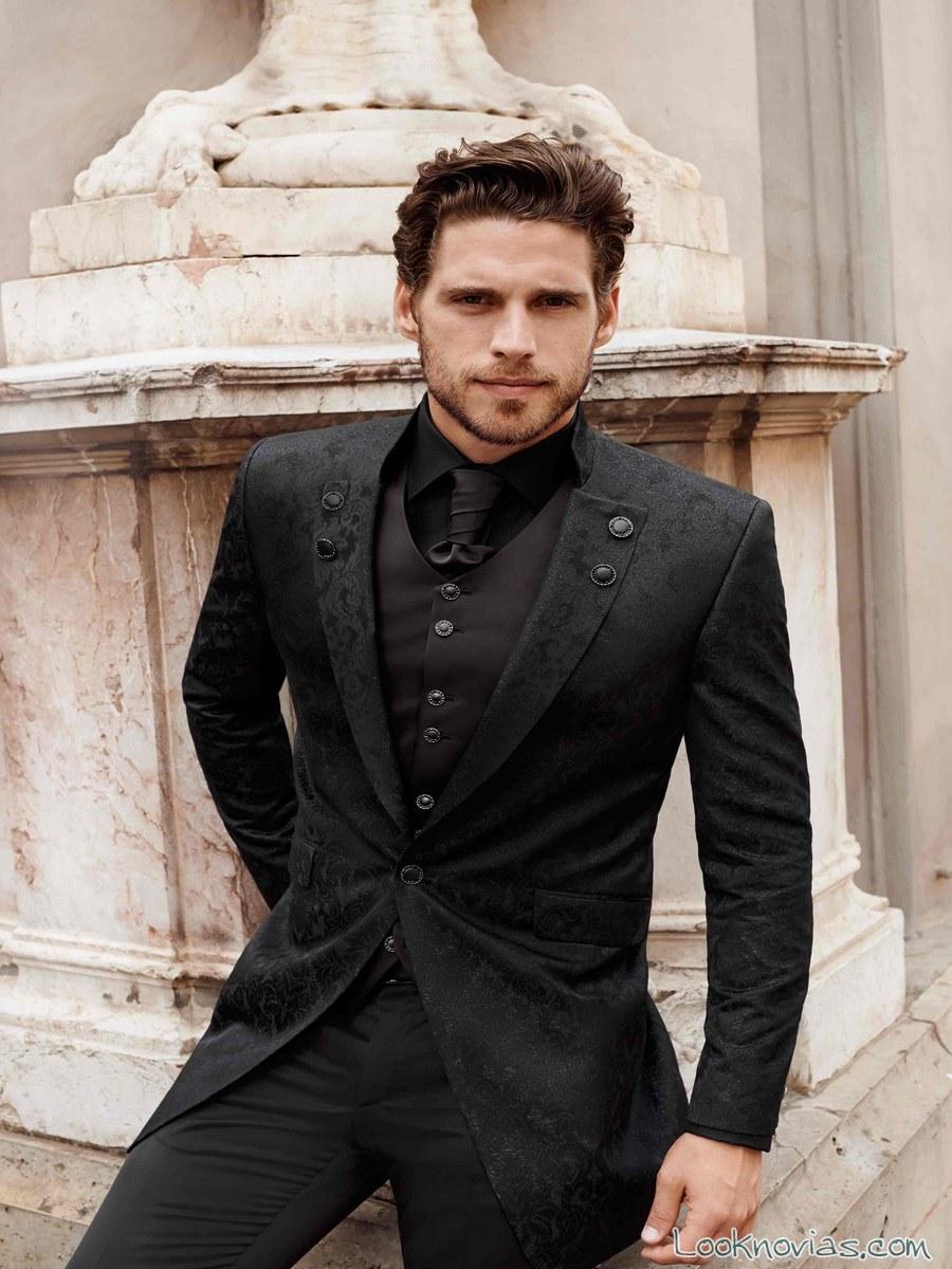 traje y chaleco negro para novio