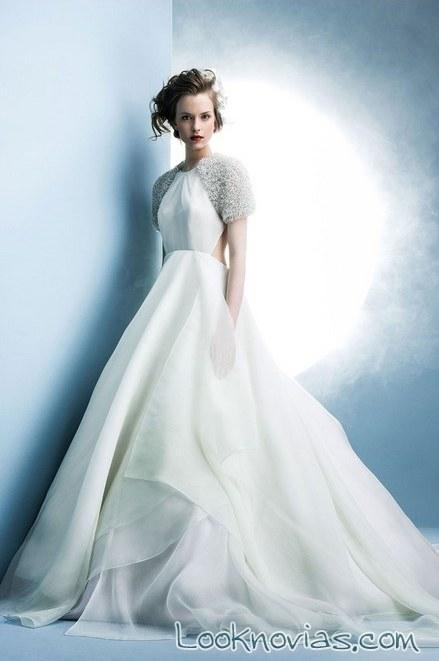 vestido ángel sánchez con hombros de pedrería