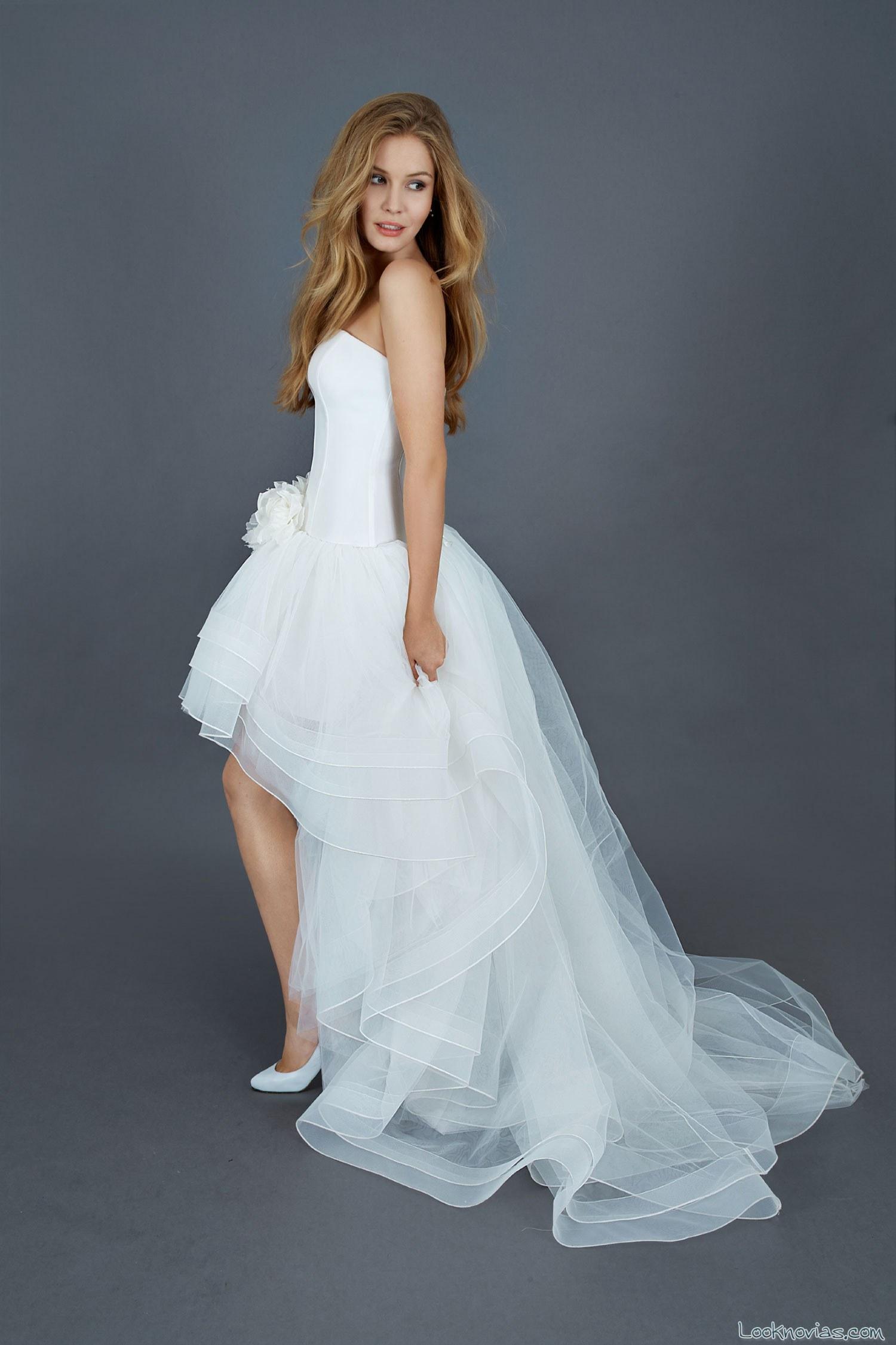 vestido asimétrico de tul