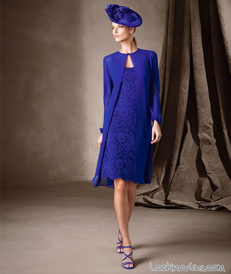 vestido azul ceremonia con capa pronovias 2017