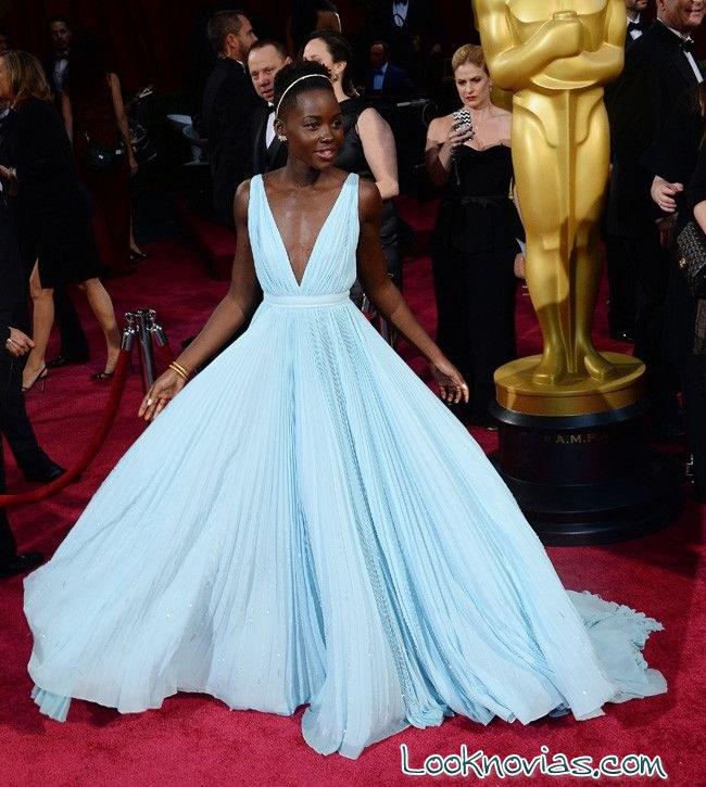 vestido azul Lupita Nyong´o