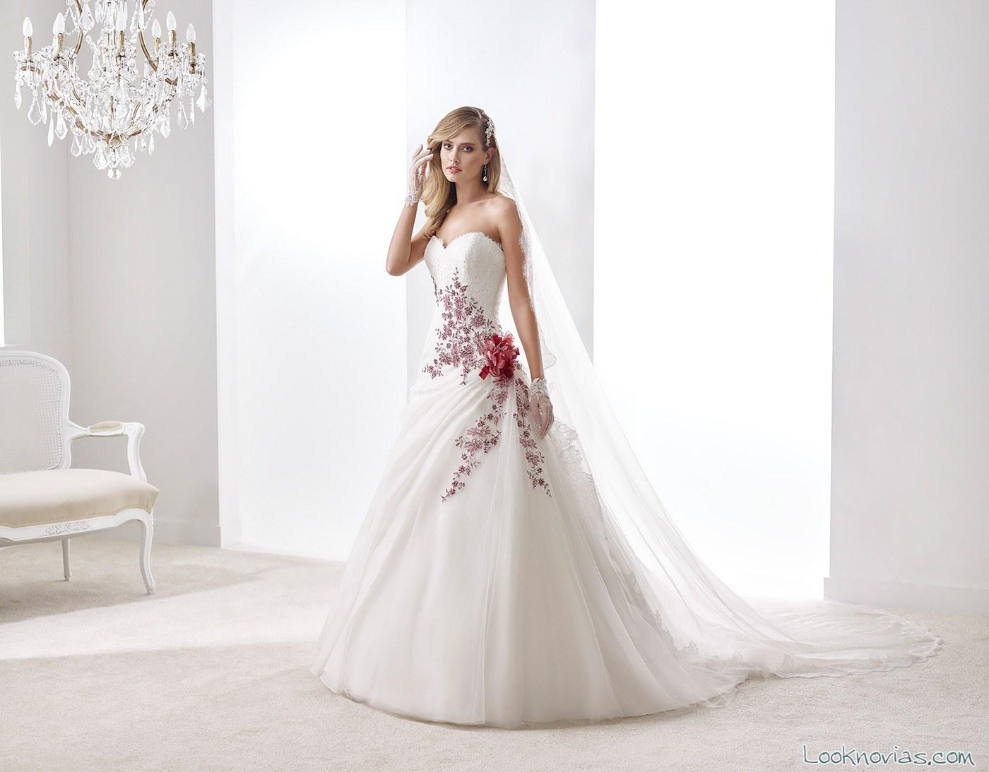 vestido blanco con bordados en rojo