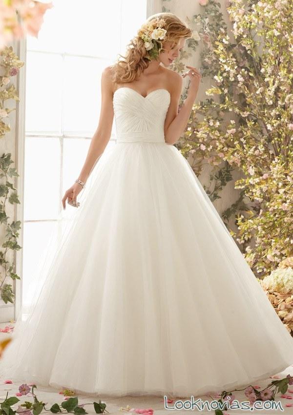 vestido blanco con volumen para novias