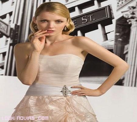 vestido de novia sin tirantes color nude