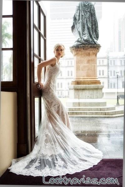 vestido combinado con encajes y color