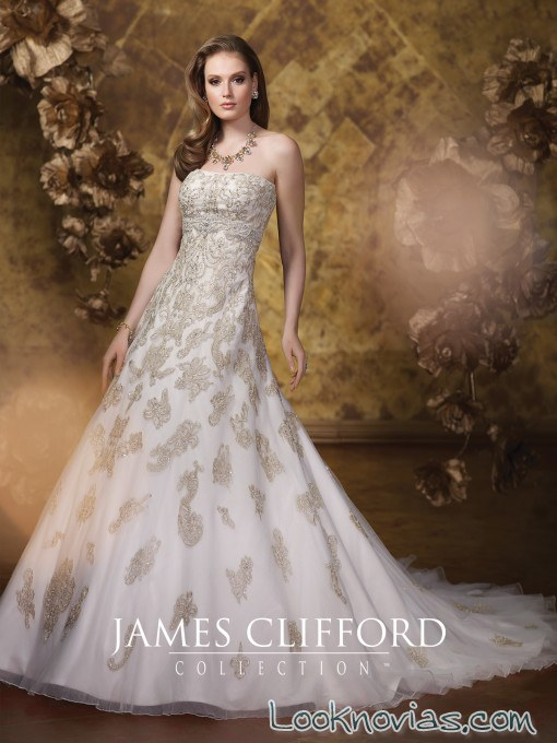vestido con bordados en color james clifford