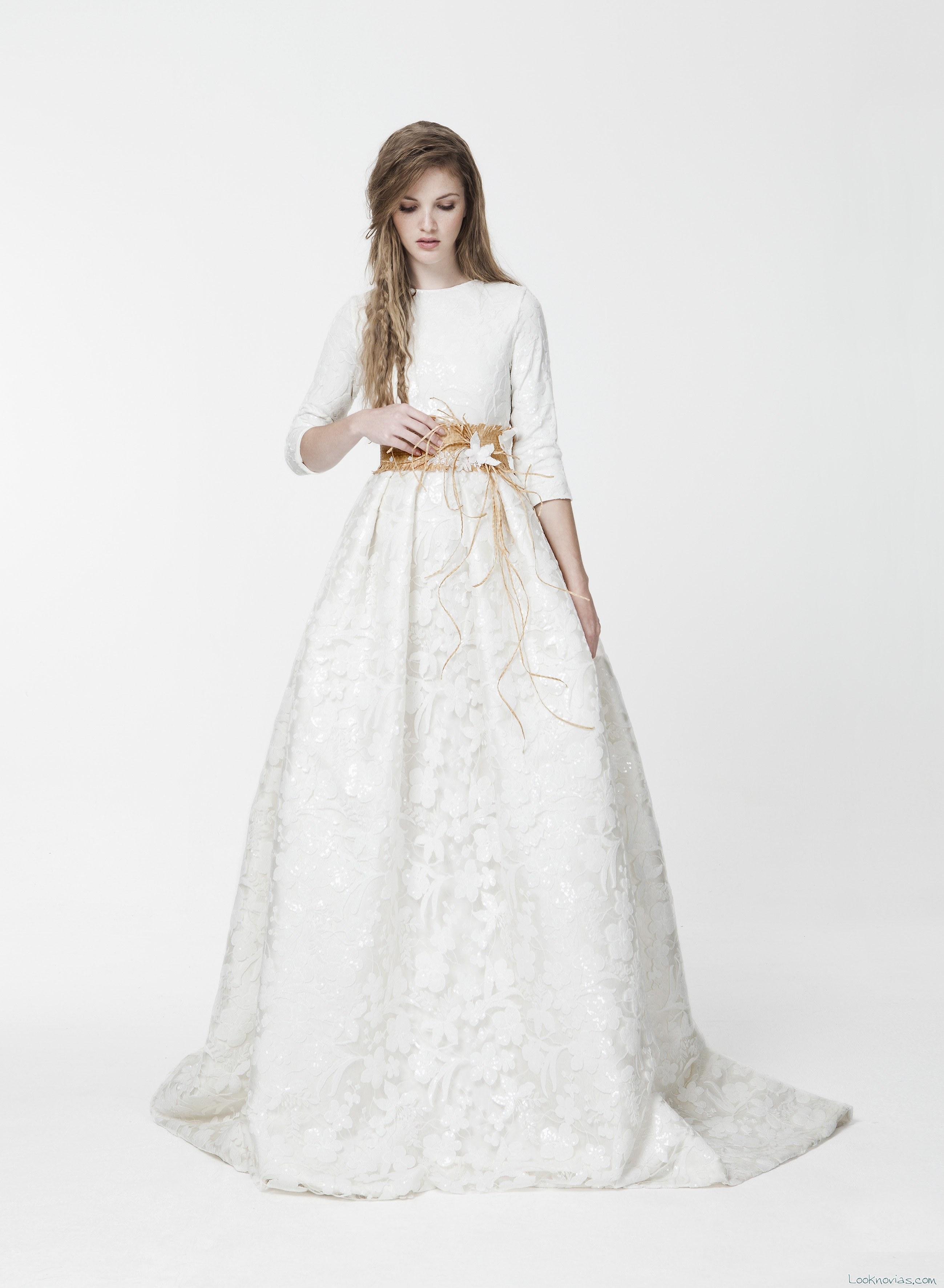 vestido con cinturón en color de santos costura