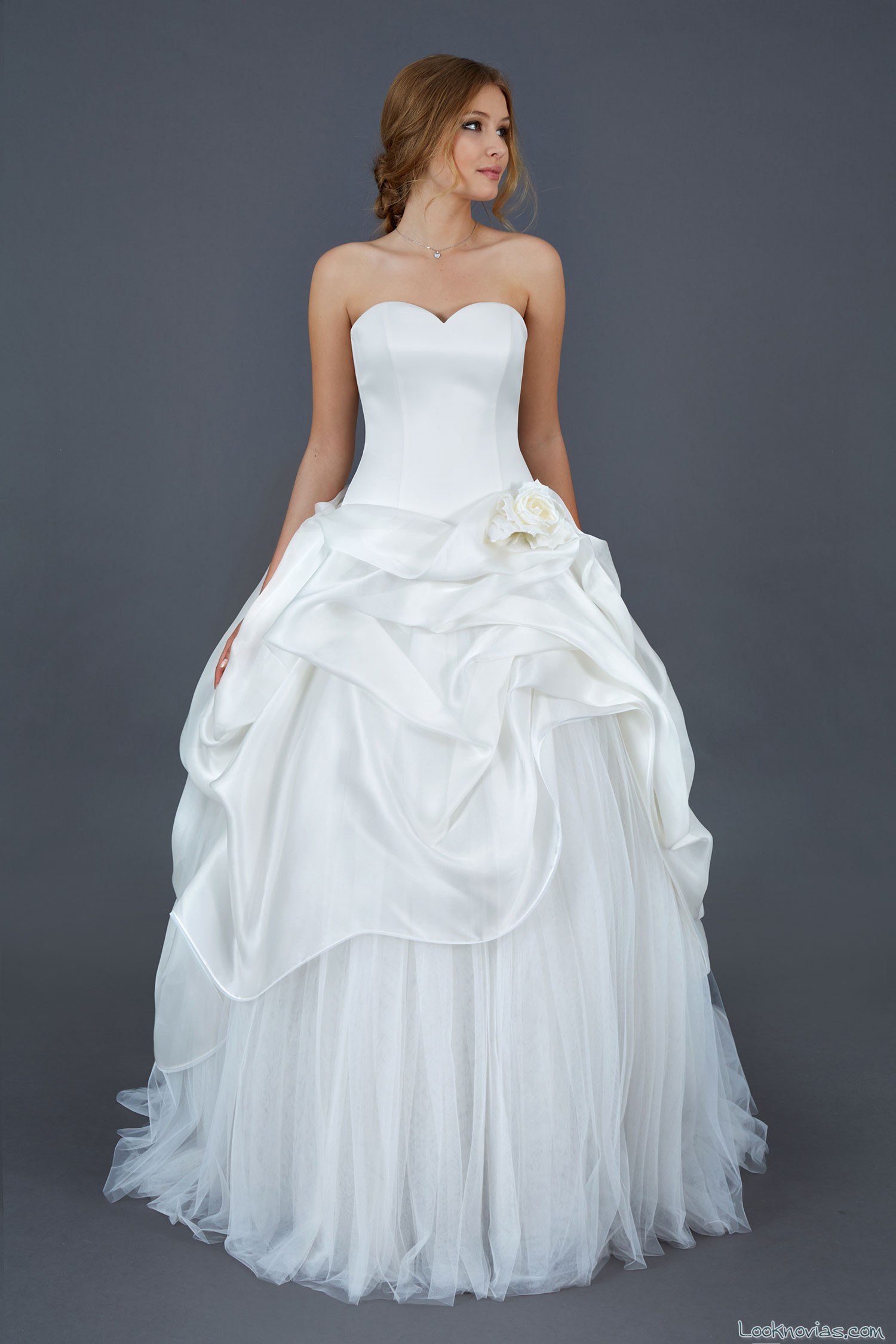 vestido con falda abullonada de atelier eme