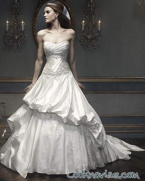 vestido con falda abullonada