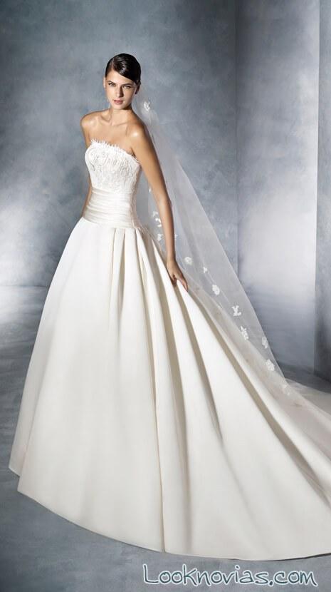 vestido con falda de corte minimalista