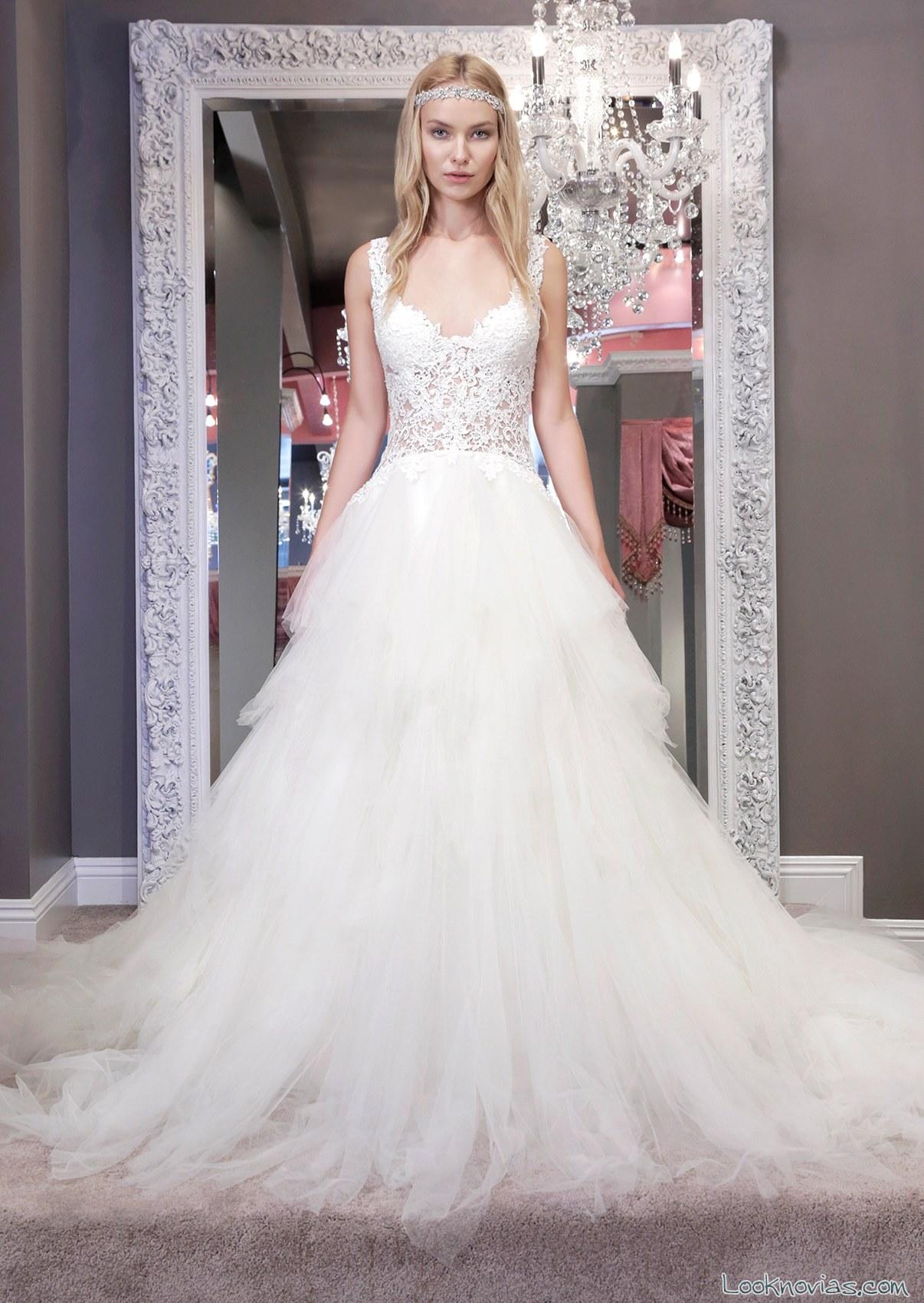 vestido con falda de tul en color blanco