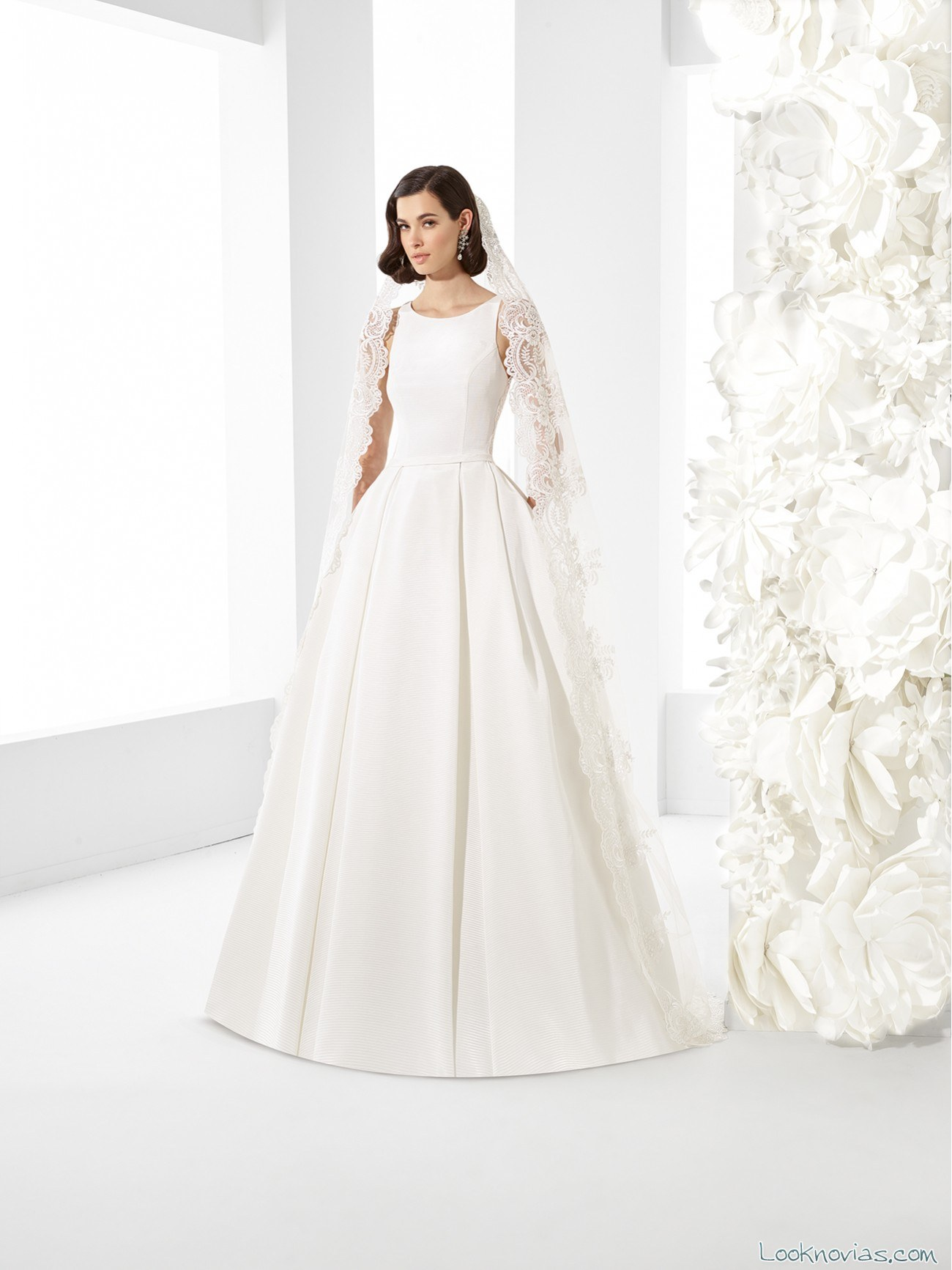 vestido con falda vaporosa minimalista 2017