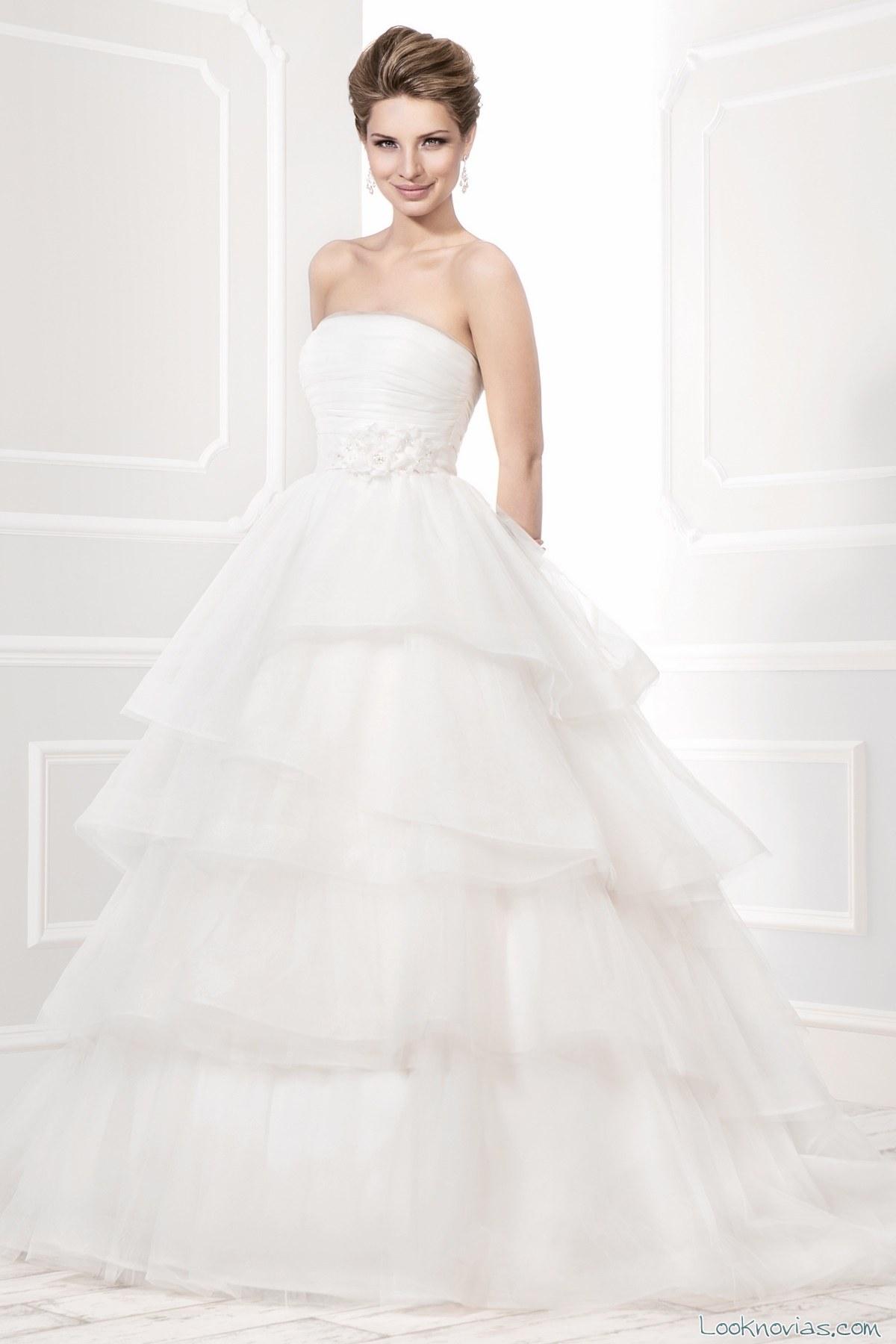 vestido con volantes de ellis bridal