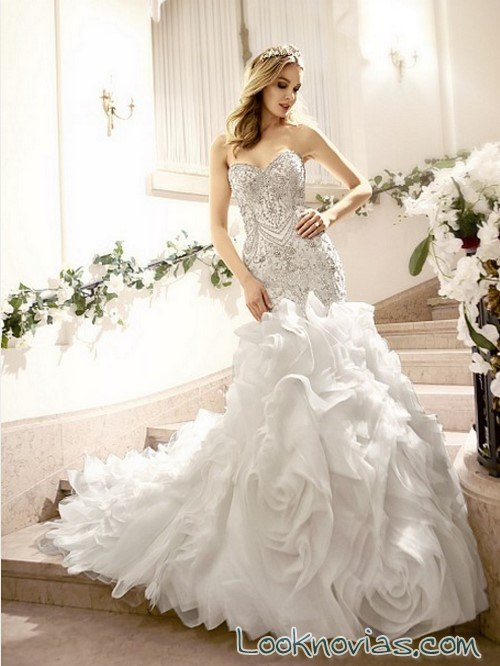 vestido con volantes y pedrería moonlight bridal