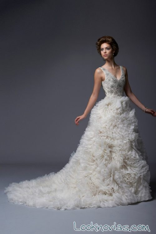 vestido con volumen novias enaura bridal