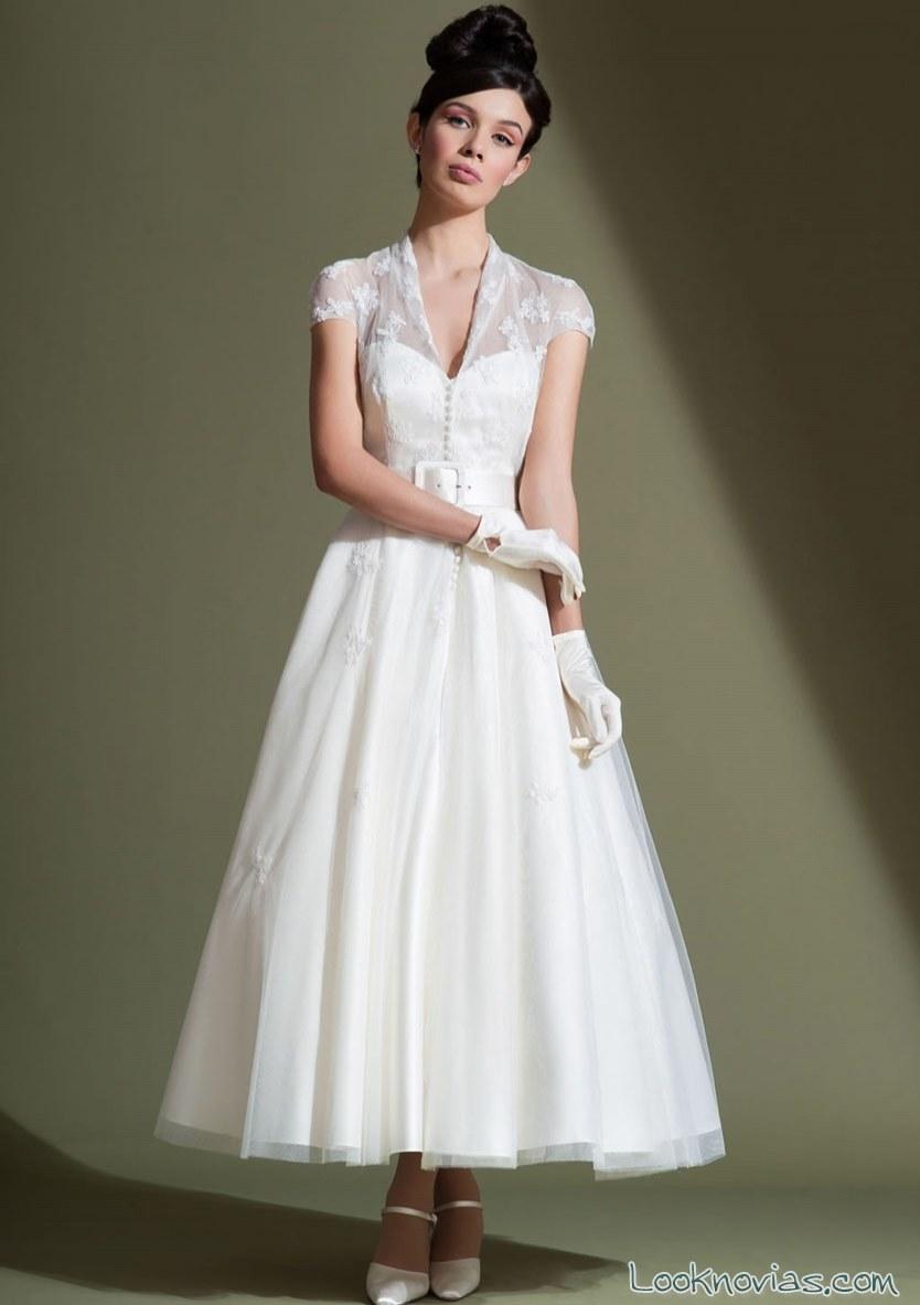vestido corto con capa vintage