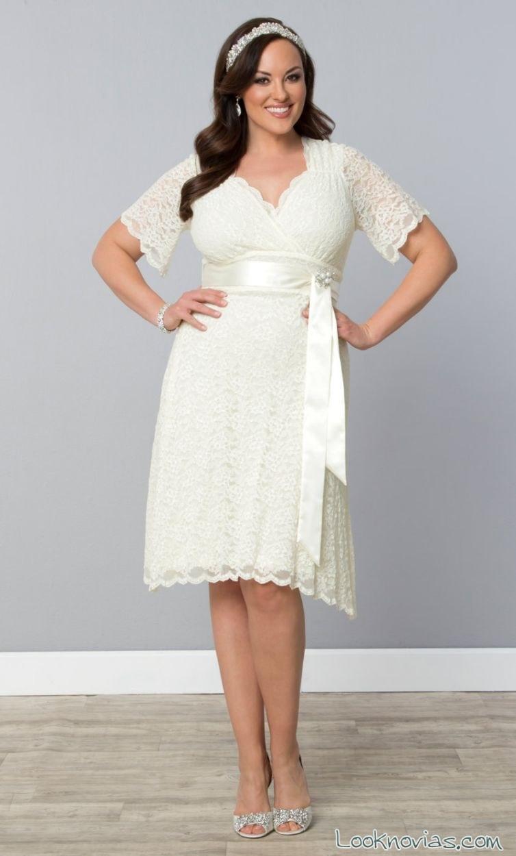 vestido corto de novia con cinturón de lazo