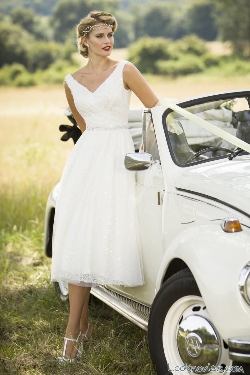 vestido corto de novia con tirantes