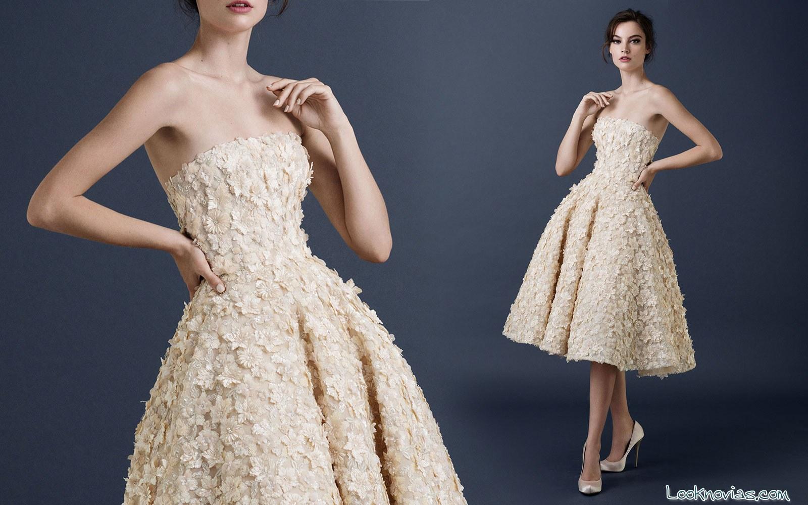 vestido corto floral de novia