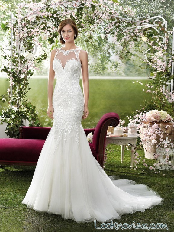 vestido de corte sirena con escote fara sposa