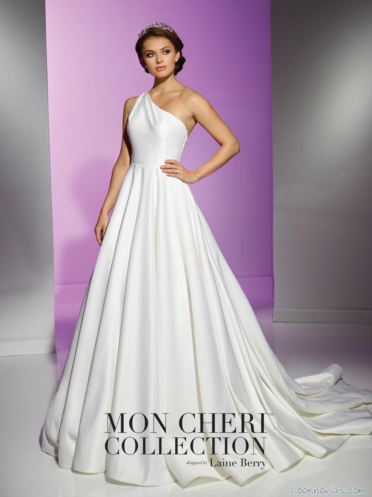 vestido de falda voluminosa y escote asimétrico