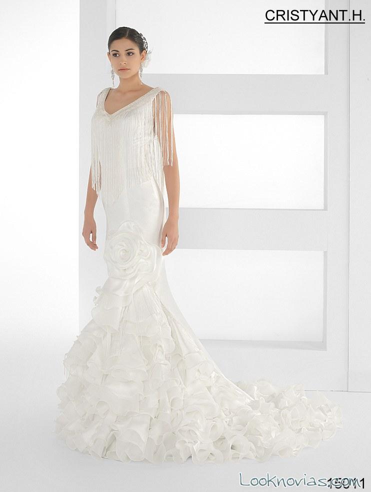 vestido de novia con aire flamenco