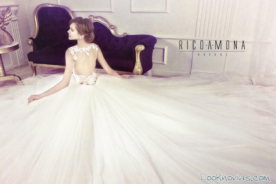 vestido de novia con amplio escote en la espalda