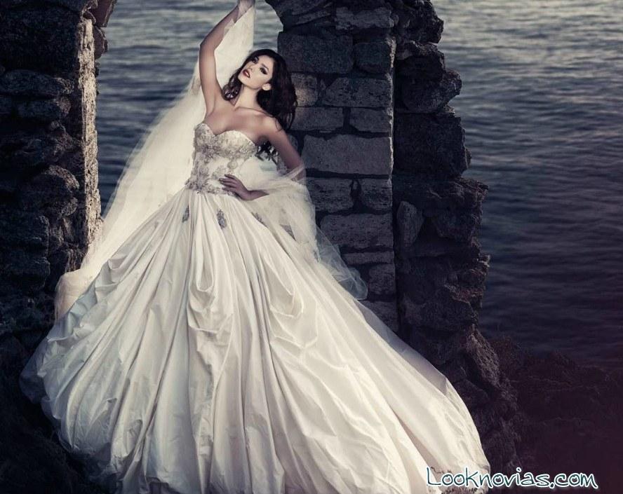 vestido de novia con apliques de pedrería