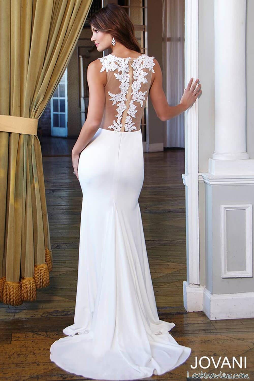 vestido de novia con bordados en el centro de la espalda