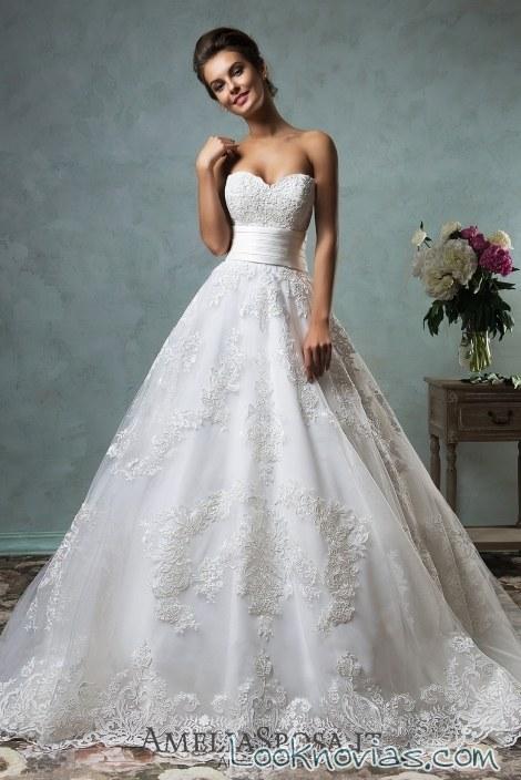 vestido de novia con cinturón ancho y sencillo