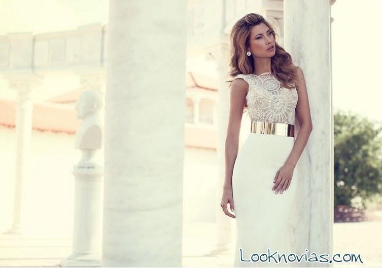 vestido de novia con cinturón metálico