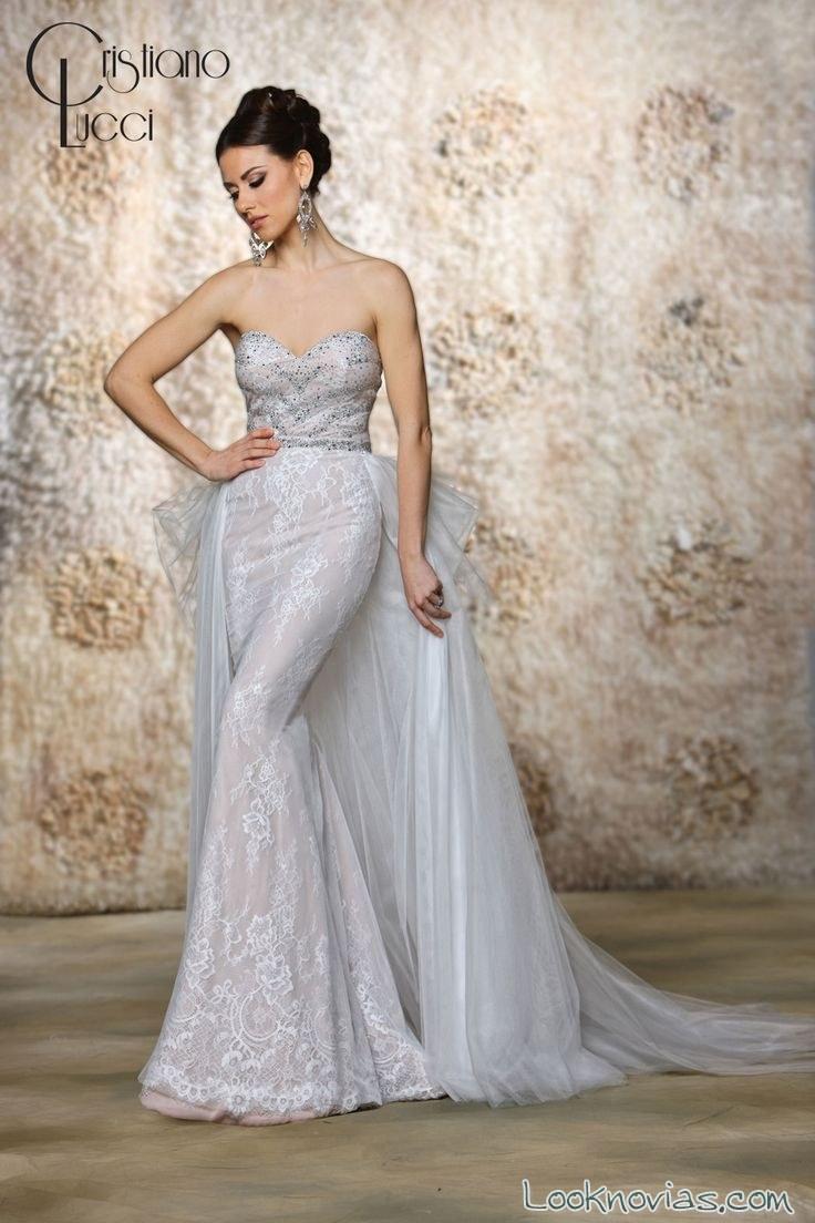 vestido de novia con cola de pedrería