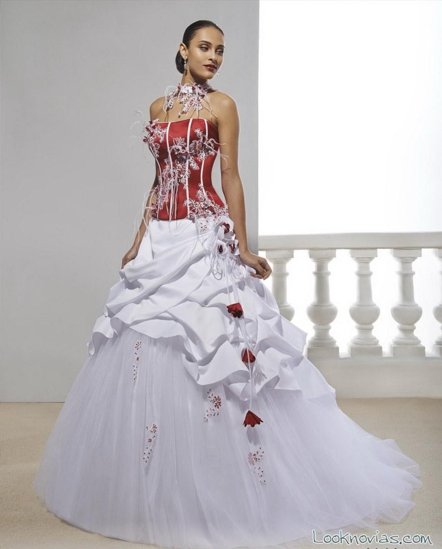 vestido de novia con cuerpo en color rojo