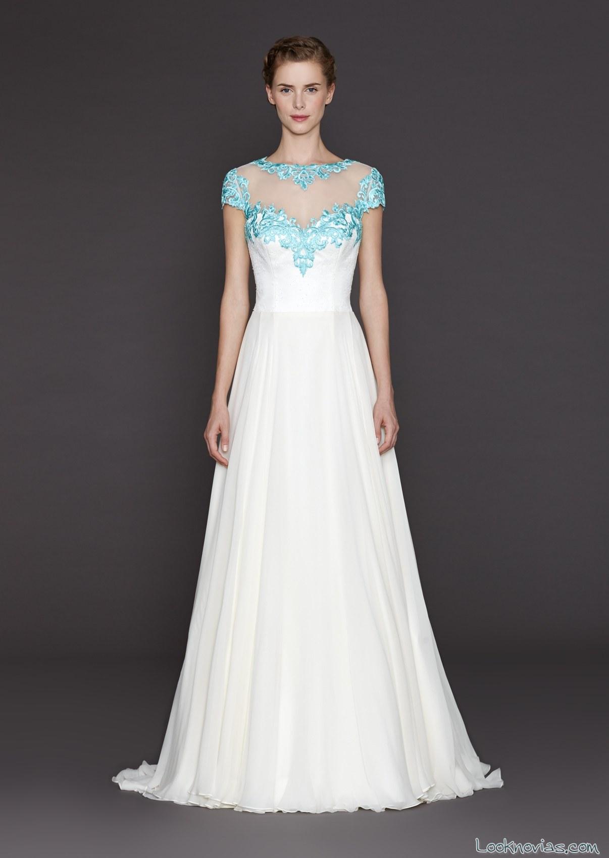 vestido de novia con escote en azul