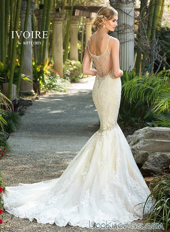 vestido de novia con escote en la espalda romántico