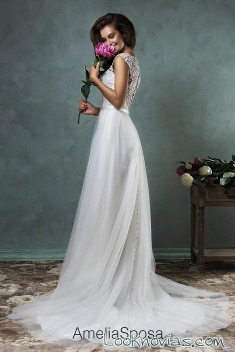 vestido de novia con escote por amelia sposa