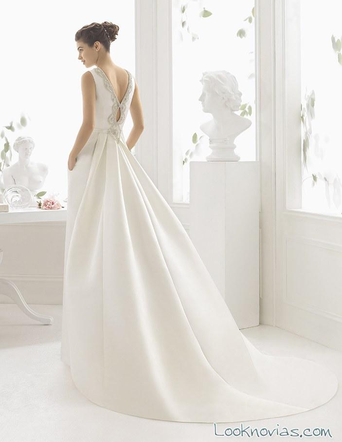 vestido de novia con escote trasero aire barcelona