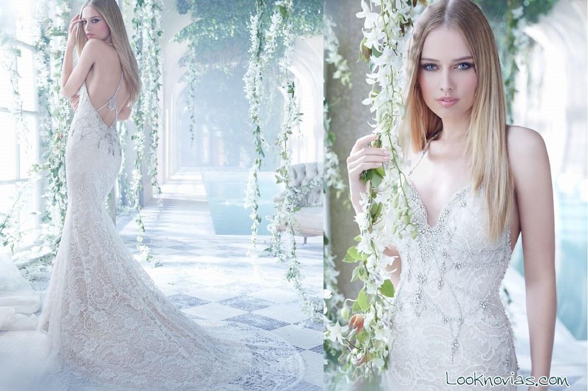 Vestido de novia con escote y pedrería