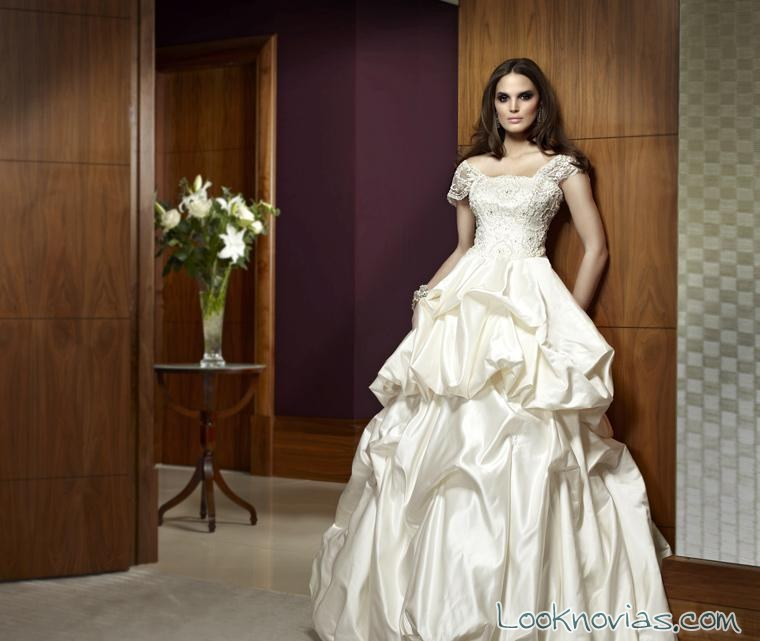 vestido de novia con falda abullonada de Castigliano