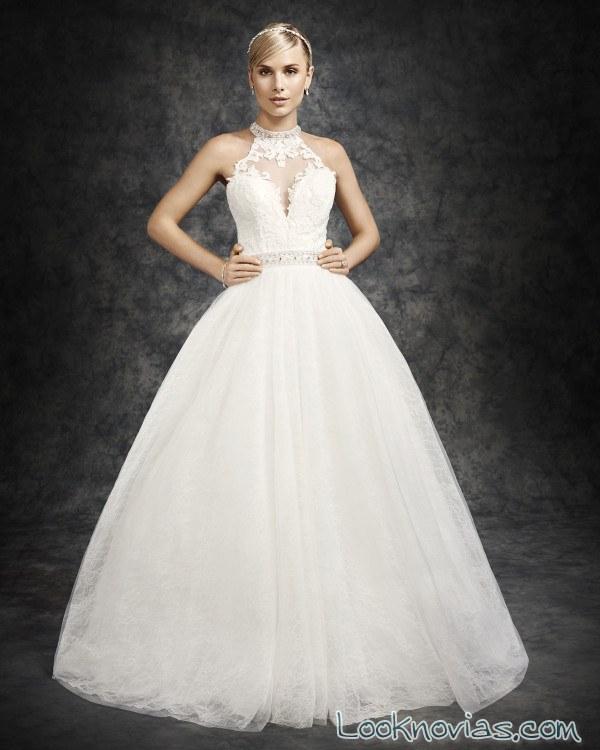 vestido de novia con falda voluminosa y escote halter