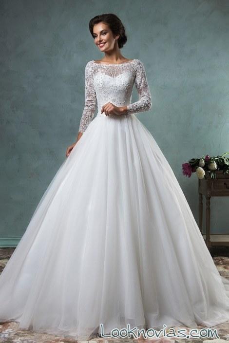 vestido de novia con mangas y falda plisada