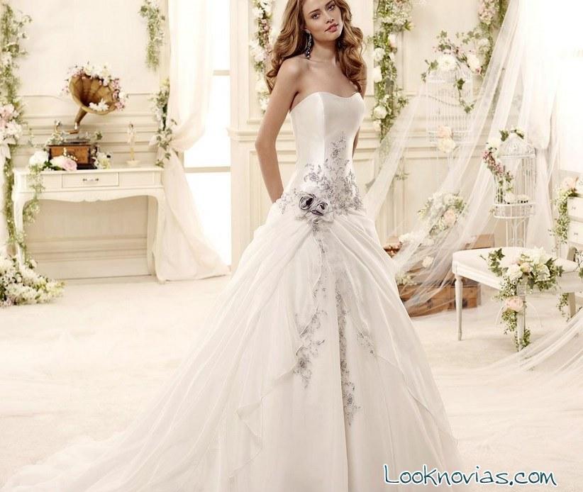 vestido de novia con rosas en azul