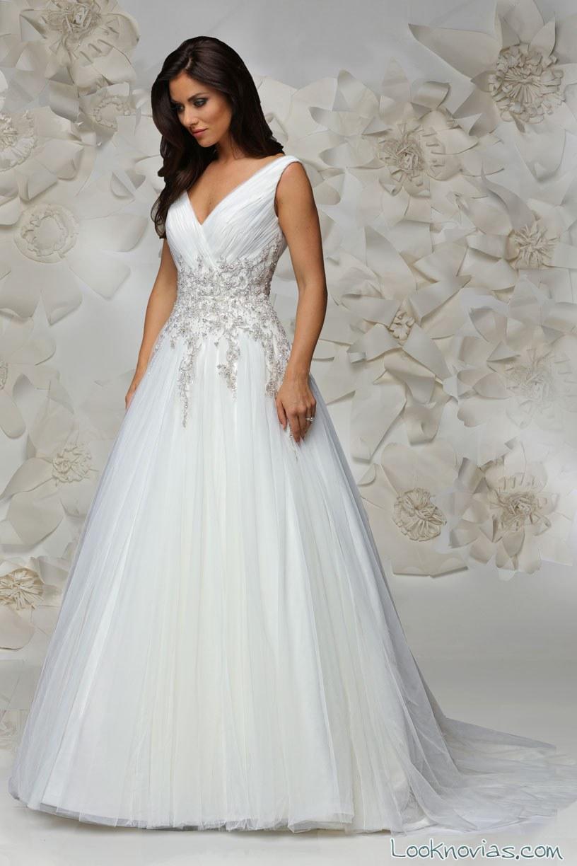 vestido de novia con tirantes y falda evasé