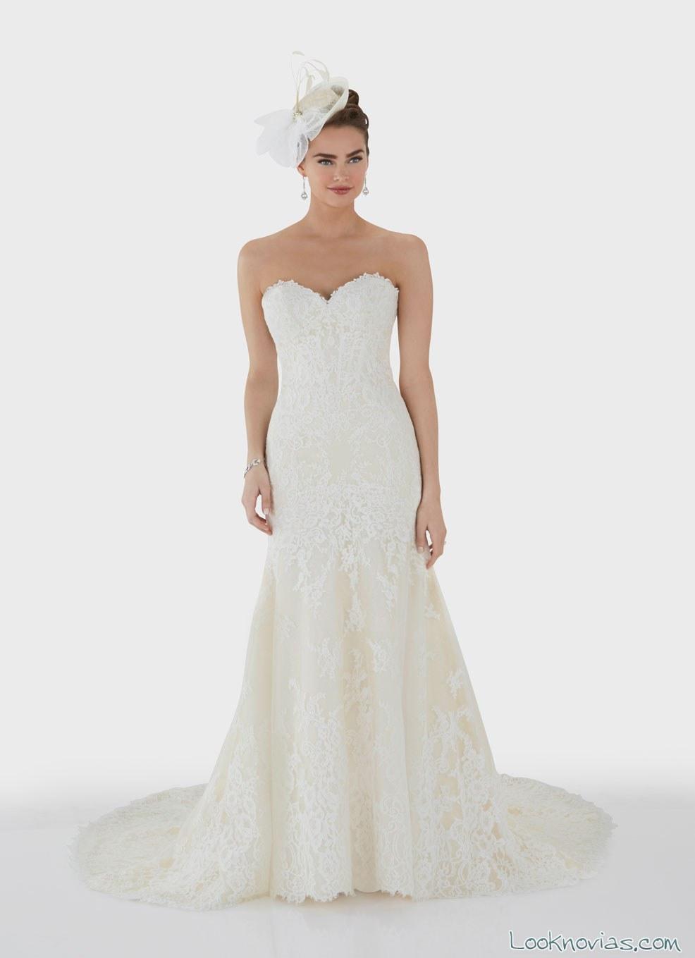 vestido de novia con tocado clásico