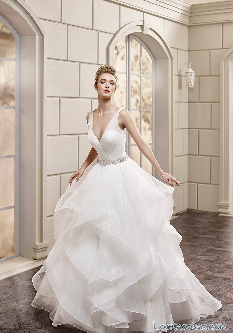 vestido de novia con volantes de eddy k