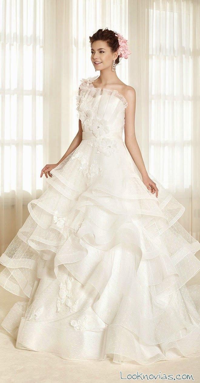 vestido de novia con volantes por Delsa
